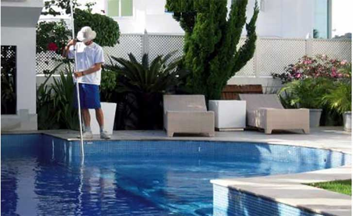 Limpeza, tratamento e conservação de piscinas